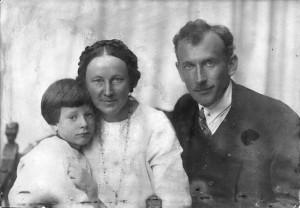 М.В.Васнецов с женой и сыном Виктором